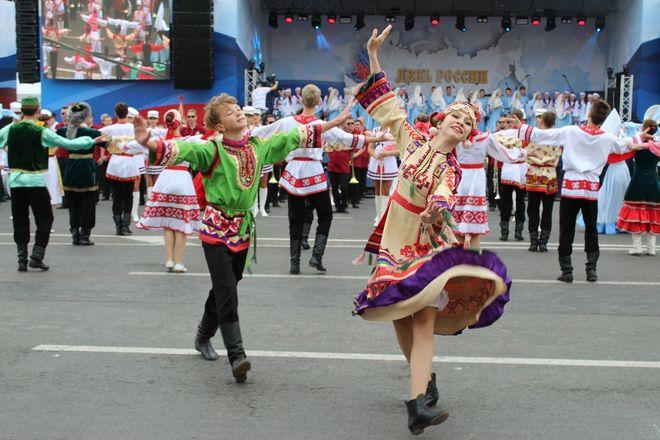 Фестивали духовых оркестров и Дружбы народов прошли в Нижнем Новгороде в День России - фото 17