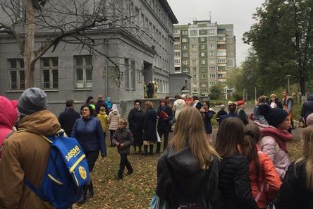 Очередной шквал звонков о минировании школ вновь обрушился на Нижний Новгород (ФОТО)