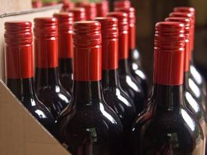 В России предложили продавать отечественное вино до полуночи