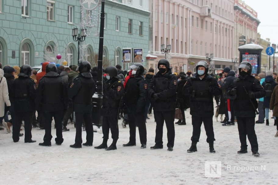 ОМОН встал на пути протестующих в Нижнем Новгороде - фото 2