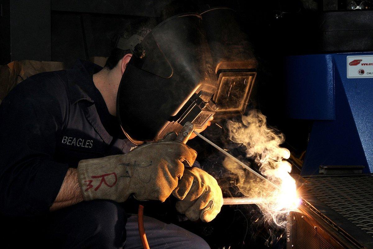 Княгининский электрогазосварщик повредил руку на станке - фото 1