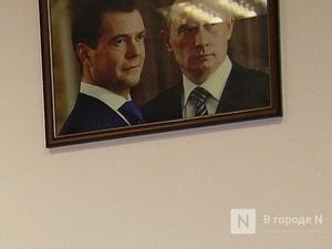 Портрет Путина и Медведева утилизируют в Нижнем Новгороде
