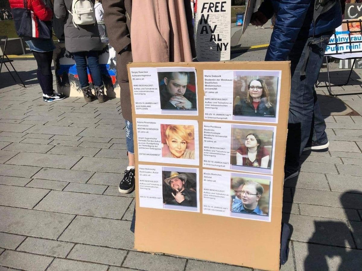 Митингующие в Дюссельдорфе выступили против «санитарного дела» в Нижнем Новгороде - фото 1