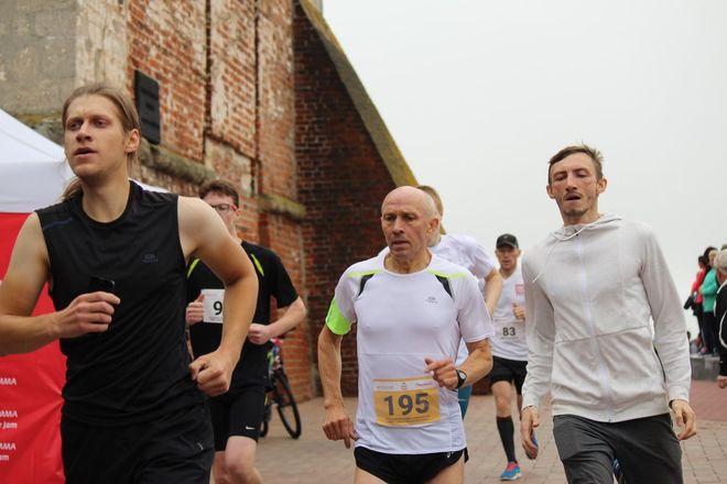 Нижегородец Николай Бурда в 16-й раз выиграл забег по Чкаловской лестнице - фото 9