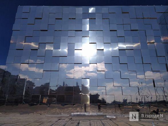 Первый павильон Нижегородской ярмарки превратили в зеркальные кубоиды - фото 5
