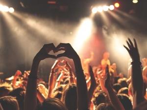 Нижегородцы фанатеют от песен Билли Айлиш и грустят под Artik & Asti