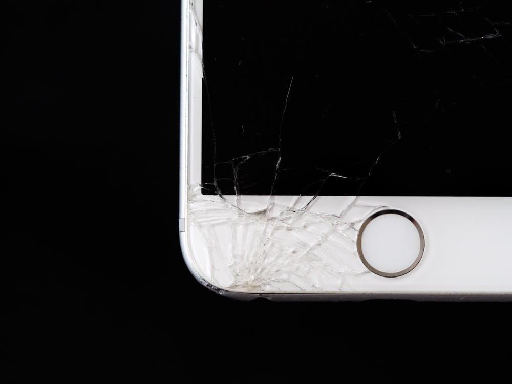 Как спасти телефон, упавший в снег или лужу: пошаговая инструкция - фото 3