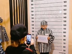 Полицейских проверяют из-за фото детей в тюремных робах