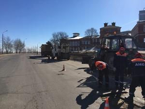 Ямочный ремонт начался на набережной Гребного канала