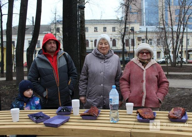 Чемпионы по поеданию ребрышек съели порцию за три минуты в Чернопрудском сквере - фото 18