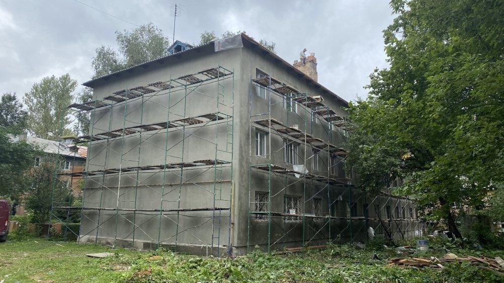 Фасады и крыши отремонтируют одновременно на десяти домах Советского района - фото 1