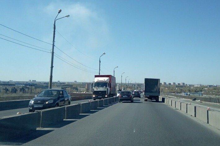 «Знаки не действуют»: нижегородцы возмущены фурами на Мызинском мосту - фото 1