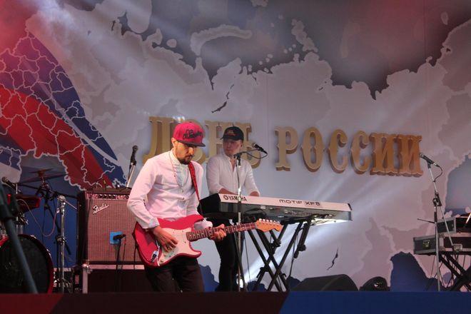 Полина Гагарина спела для нижегородцев в День России - фото 7
