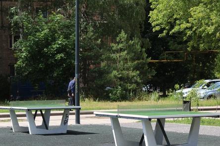Вандалы вырвали теннисные столы и скамейки в сквере Прыгунова