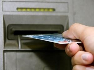Житель Первомайска украл деньги с найденной банковской карты