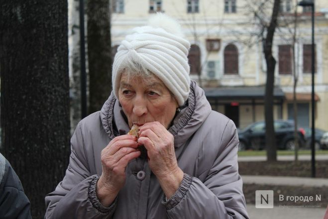 Чемпионы по поеданию ребрышек съели порцию за три минуты в Чернопрудском сквере - фото 25