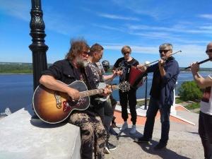 Группа «Аквариум» спела для горожан на Чкаловской лестнице в Нижнем Новгороде