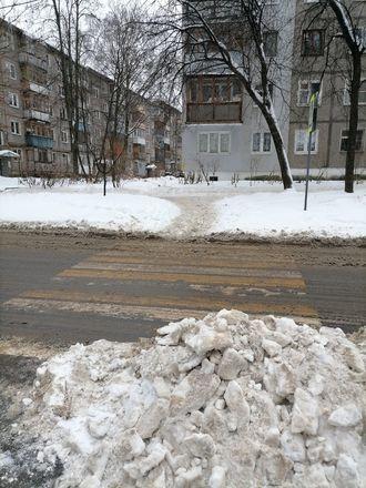 Территории у детских садов и поликлиник в Советском районе завалены снегом - фото 6