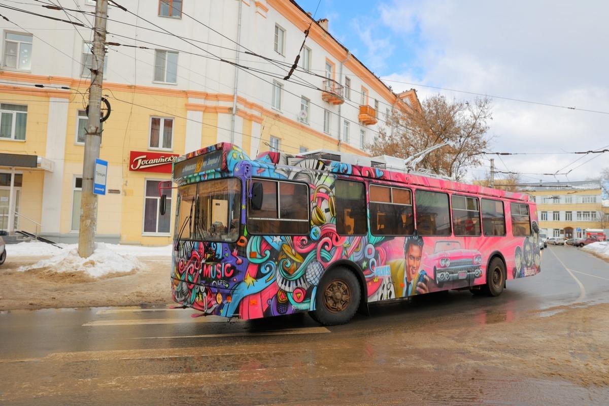 Троллейбус с «Битлз» и Пресли на борту появился в Дзержинске - фото 1