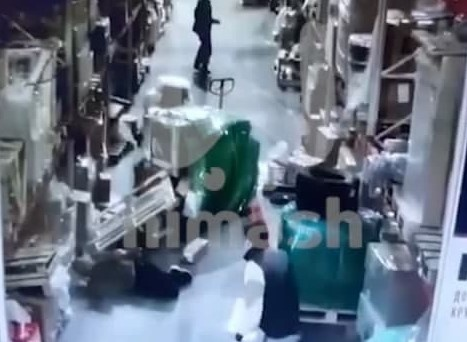 Telegram: паллет рухнул на нижегородца на складе