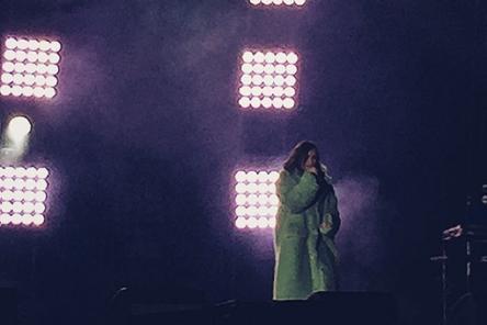 Концерт Елены Темниковой состоялся на площади Минина и Пожарского (ВИДЕО)